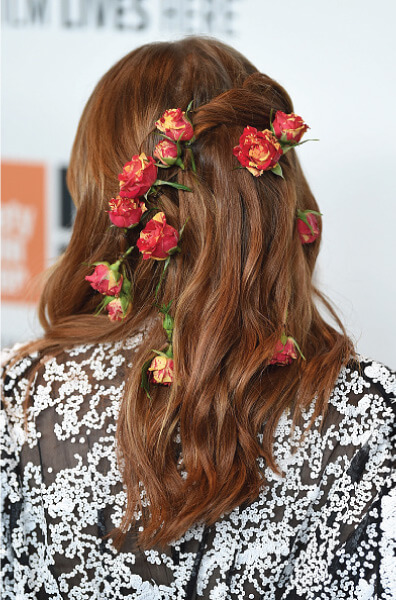 348248b633a Emma Stone s Red-Carpet Hair With Red Roses
