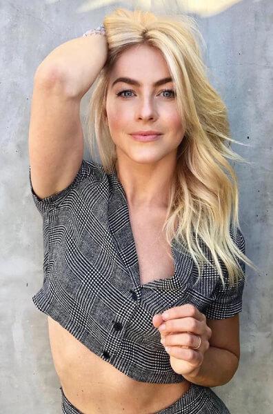 Julianne Hough Blonde hair color formula