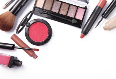 Lipgloss, eyeshadow and blush product