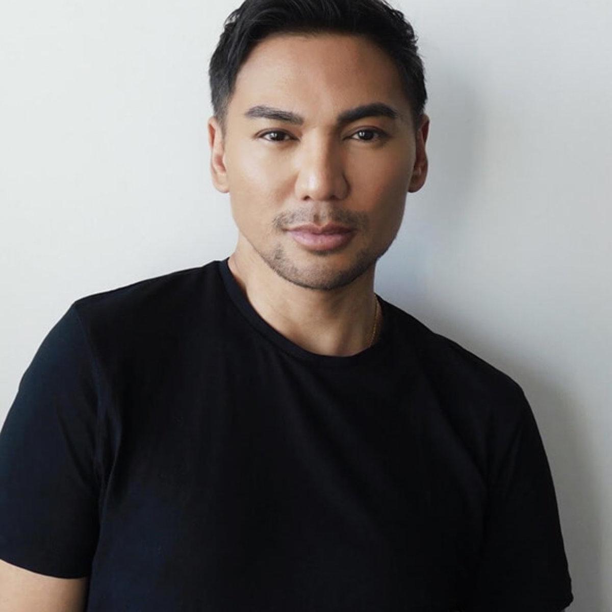 Stylist Ricardo Santiago headshot