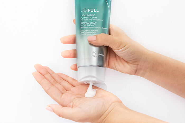 JoiFull Conditioner pouring into hand