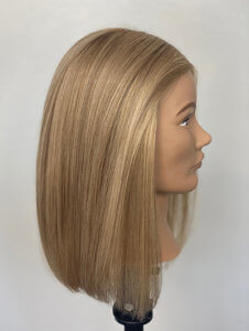 Mannequin head with highlights