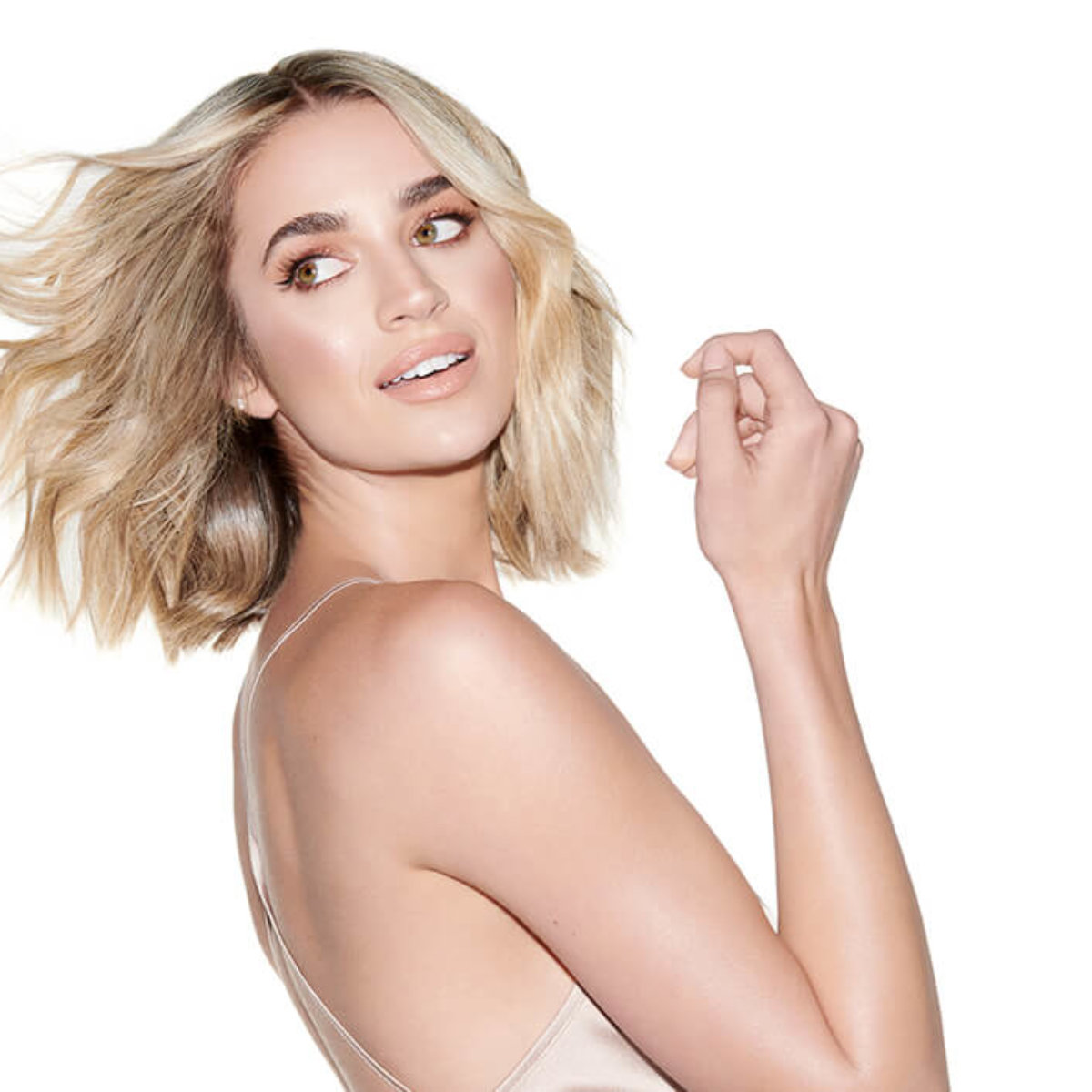 Model with bright blonde bob hair