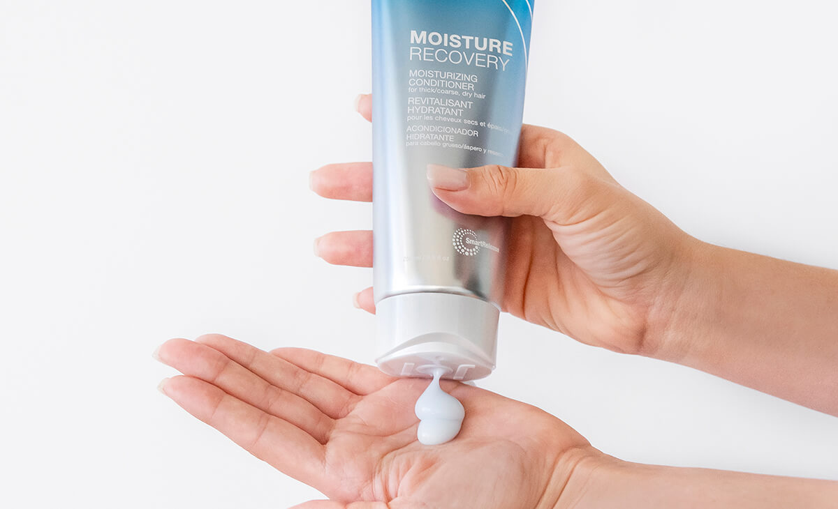 Moisture recovery Conditioner bottle squeezing into hand